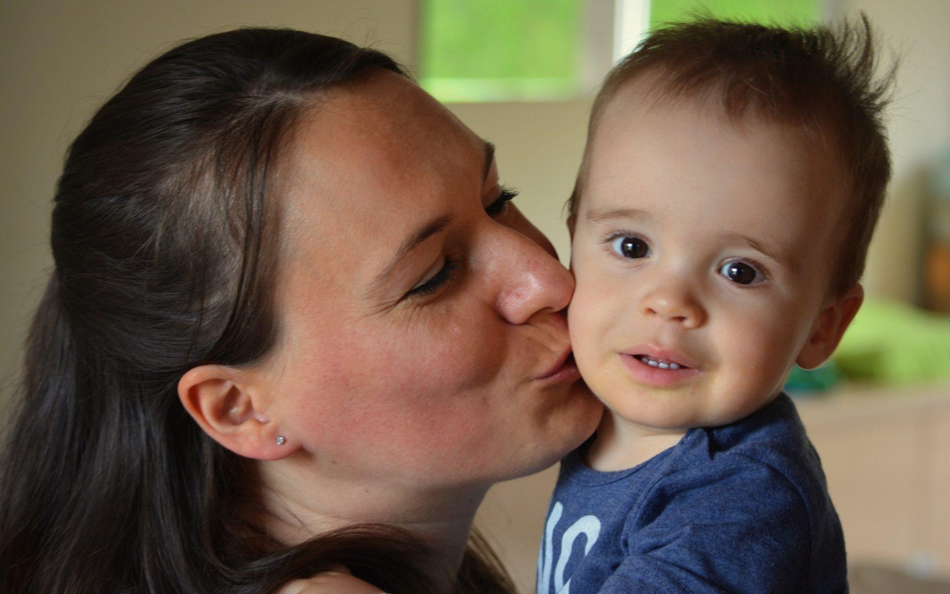 dziecko pocalunek słone dzieci